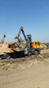 Marchesi crane at work on Doppstadt chipper