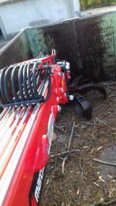 M10 R 11.77 gru Marchesi ecologia e rottami, braccio a L a riposo nel container