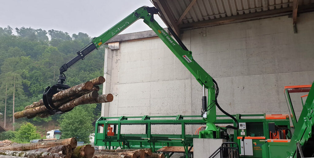 marchesi-crane-working-with-firewood-processor