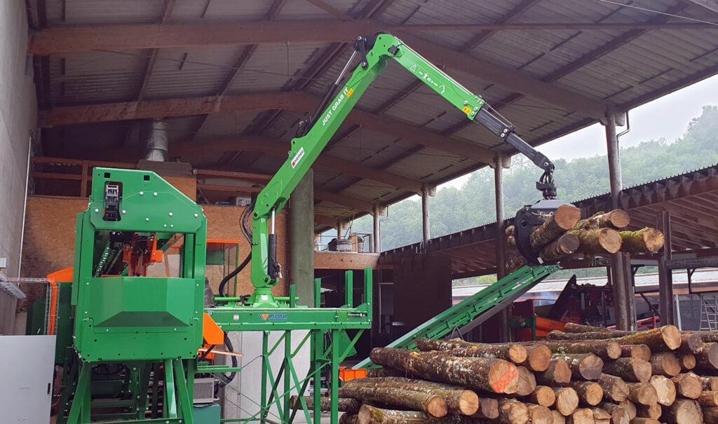 marchesigru-stationary-crane-installed-on-firewood-processor