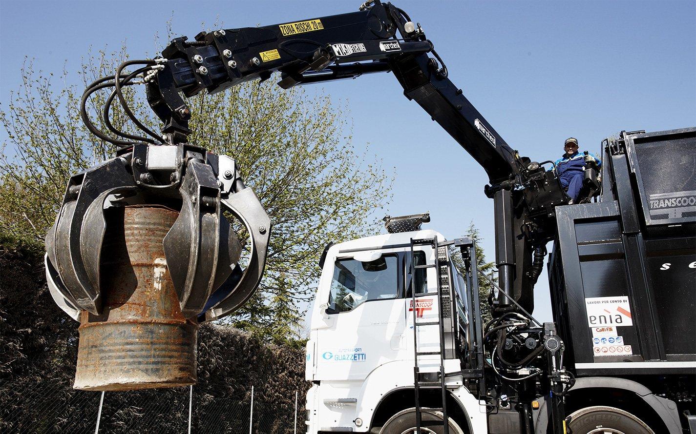 recycling-cranes-for-handling-scrap-materials