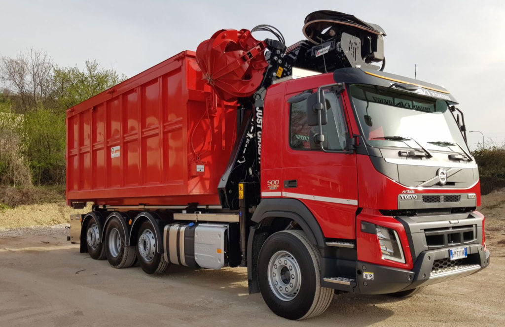 recycling_crane_on-tipper_truck