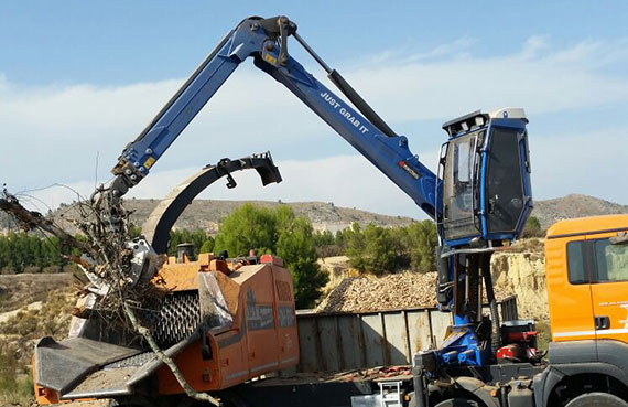 forestry-crane-on-chipper-rs-series