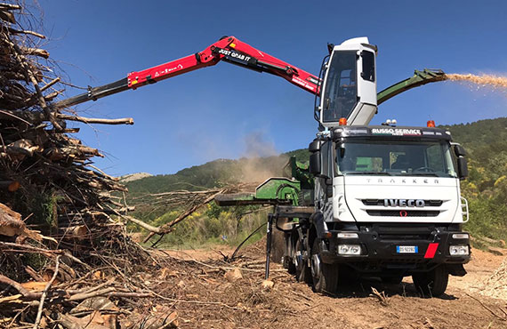 timber-crane-with-cabin-t-series