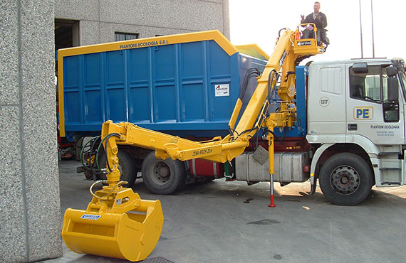 crane-with-clamshell-bucket-f-series