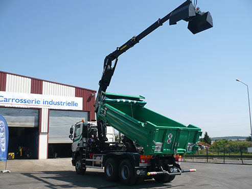 crane-for-tipper-truck-installation-with-clamshell-busket-z-series