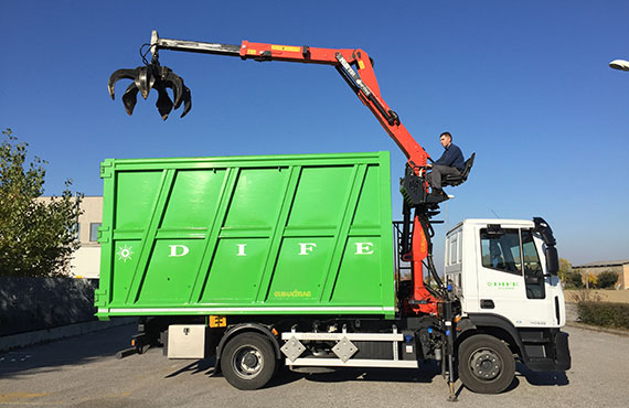 recycling-crane-with-polyp-grab-z-series